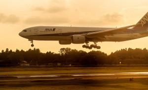 airplane-landing-byangeloangelo